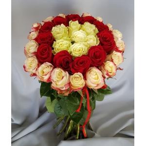 Купить охапку из 37 роз в Хабаровске