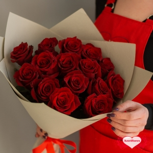 Купить букет из 15 красных роз в Хабаровске