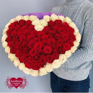 Купить букет в форме сердца из красных и белых роз в Хабаровске