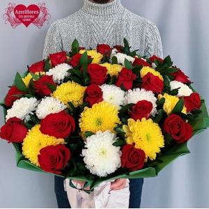 Купить большой букет из 25 роз и 20 хризантем в Хабаровске