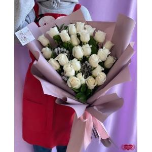 Купать букет из 25 белых роз с доставкой в Хабаровске