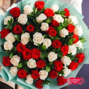 Купить букет из 51 красных и белых роз с доставкой в Хабаровске