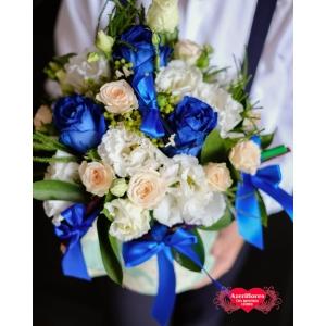 Купить коробку из роз и лизиантуса к 1 сентября в Хабаровске