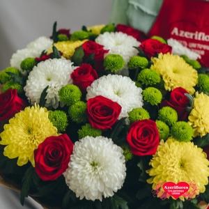 Купить букет «Первая любовь» из роз и хризантем в Хабаровске