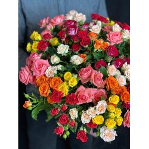 Купить букет «Полянка из кустовых роз» с доставкой в Хабаровске