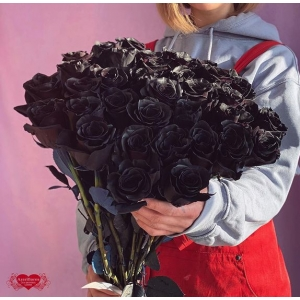 Купить охапку из 51 чёрные розы с доставкой в Хабаровске