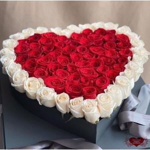 Купить цветы в коробке в форме сердца с доставкой в Хабаровске