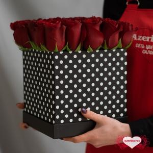 Коробка бордовых роз «Брют» с доставкой в Хабаровске