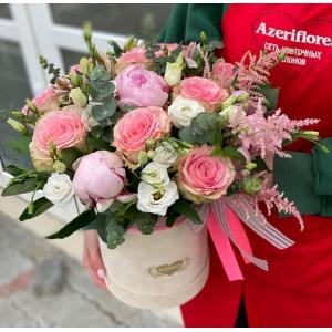 Купить коробку из пионов и роз с доставкой в Хабаровске