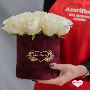 Корзина с белыми розами «Рафаелло» с доставкой в Хабаровске