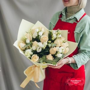 Купить «Нежный» букет из роз и лизиантуса в Хабаровске