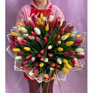Купить охапку-микс из 101 тюльпана с доставкой в Хабаровске
