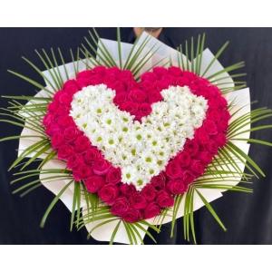 Купить охапку цветов «Сердце любви» с доставкой в Хабаровске