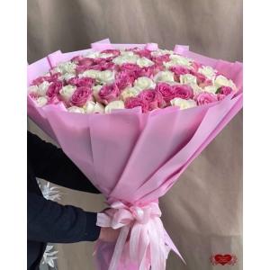 Купить охапку из 101 розовой и белых роз с доставкой в Хабаровске