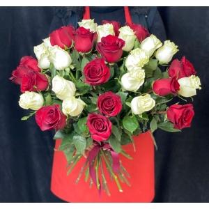 Купить охапку из 41 розы с доставкой в Хабаровске