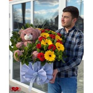 Купить подарок «Мишка с цветами» с доставкой в Хабаровске
