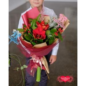 Купить ярко-красный букет к 1 сентября в Хабаровске