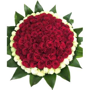 Купить охапку из 111 роз в Хабаровске