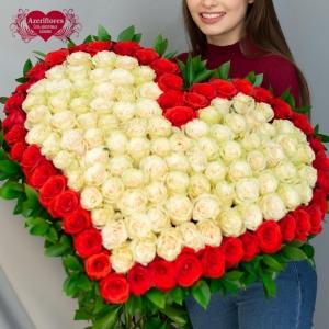 Купить охапку роз в виде сердца в Хабаровске