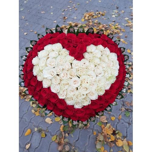 Купить букет в виде сердца из 119 роз в Хабаровске