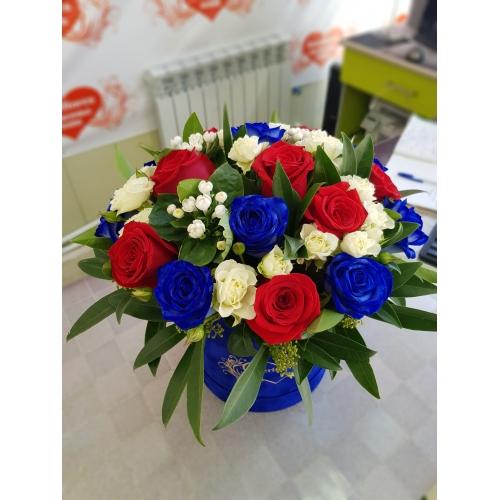 Купить синюю коробку с розами в Хабаровске