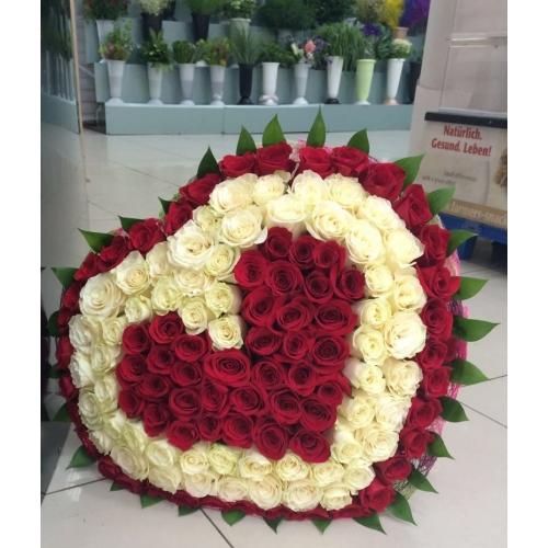 Купить букет в форме сердца из бело-красных роз в Хабаровске