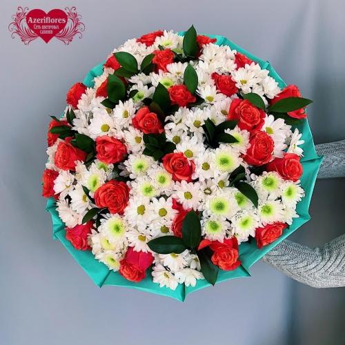 Купить большой букет из 25 роз и 26 хризантем в Хабаровске