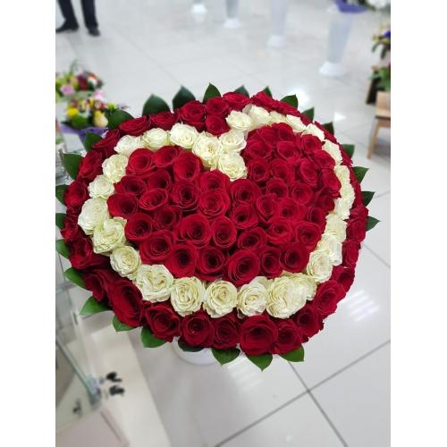 Купить букет из 101 роз в виде сердца в Хабаровске
