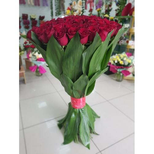 Купить охапку из 101 роз (90 см) в Хабаровске