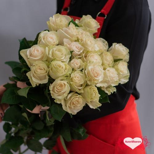 Белые розы с доставкой в Хабаровске