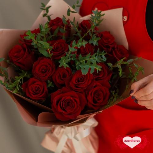 Купить букет «Алый закат» из 15 бордовых роз в Хабаровске