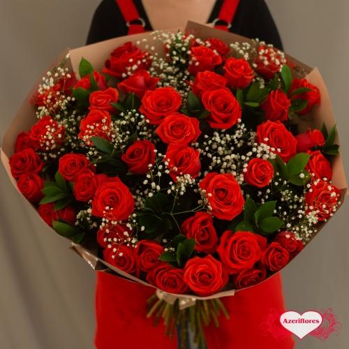 Купить букет «Волшебное облако» из 51 алой розы в Хабаровске