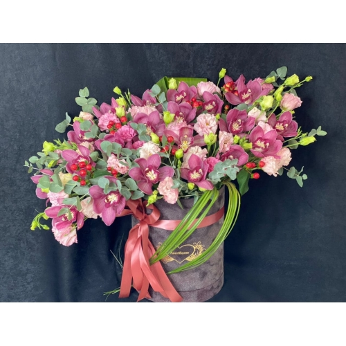 Купить коробку цветов «Chanel» с доставкой в Хабаровске