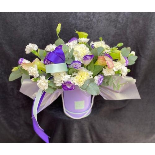 Купить коробку цветов «Лавандовый берег» с доставкой в Хабаровске