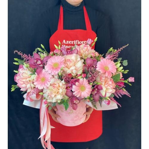 Купить коробку цветов «Розовый бархат» с доставкой в Хабаровске