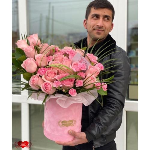 Купить коробку цветов «Розовый микс» с доставкой в Хабаровске