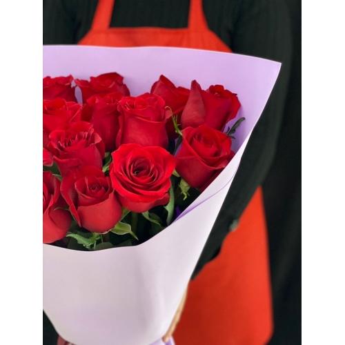 Купить охапку из 13 роз с доставкой в Хабаровске