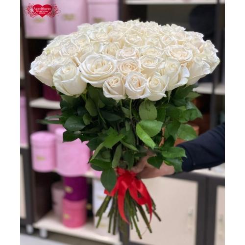 Купить охапку из 51 белой розы в Хабаровске