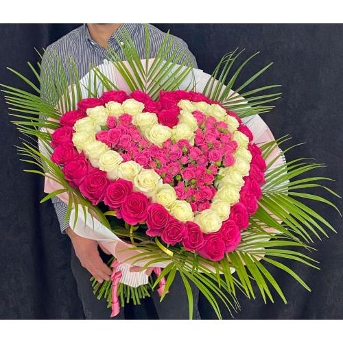 Купить охапку роз в виде сердца с доставкой в Хабаровске