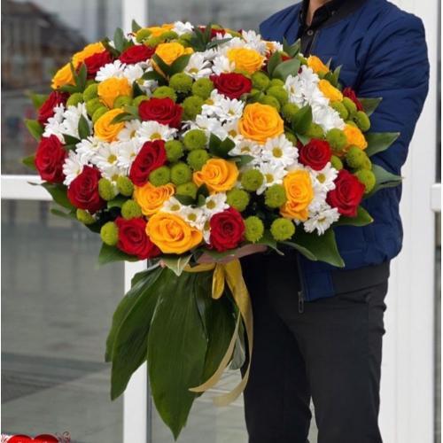 Купить охапку роз и хризантем с доставкой в Хабаровске