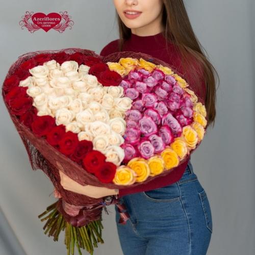 Купить охапку роз в виде сердца из двух половинок в Хабаровске
