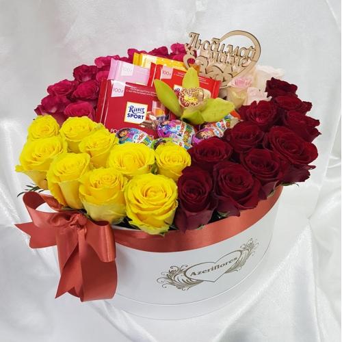 Купить розы в коробке со сладостями в Хабаровске